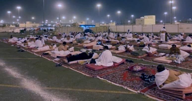 Jemaah Haji di Muzdalifah selepas Wukuf di Arafah